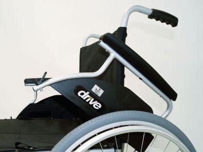 Standaard rolstoel zelfrijder met grote wielen
